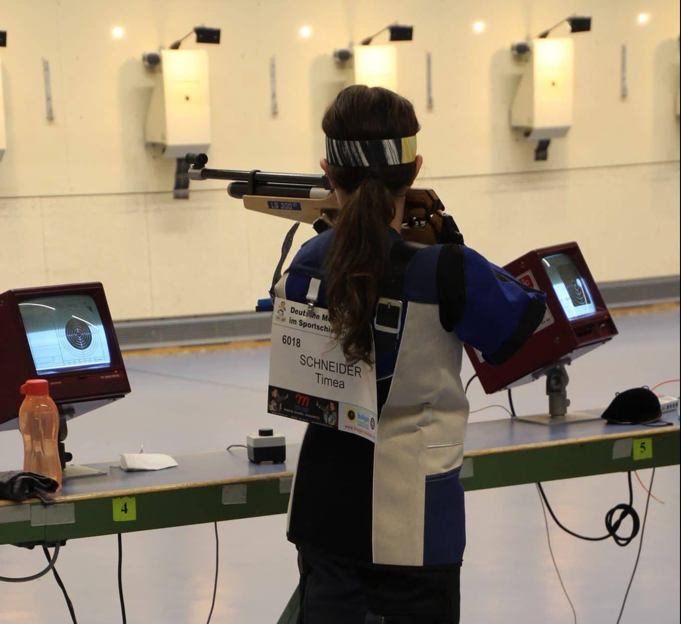 Mit der Startnummer 6018 stand Timea Schneider bei den Deutschen Meisterschaften auf dem Schießstand